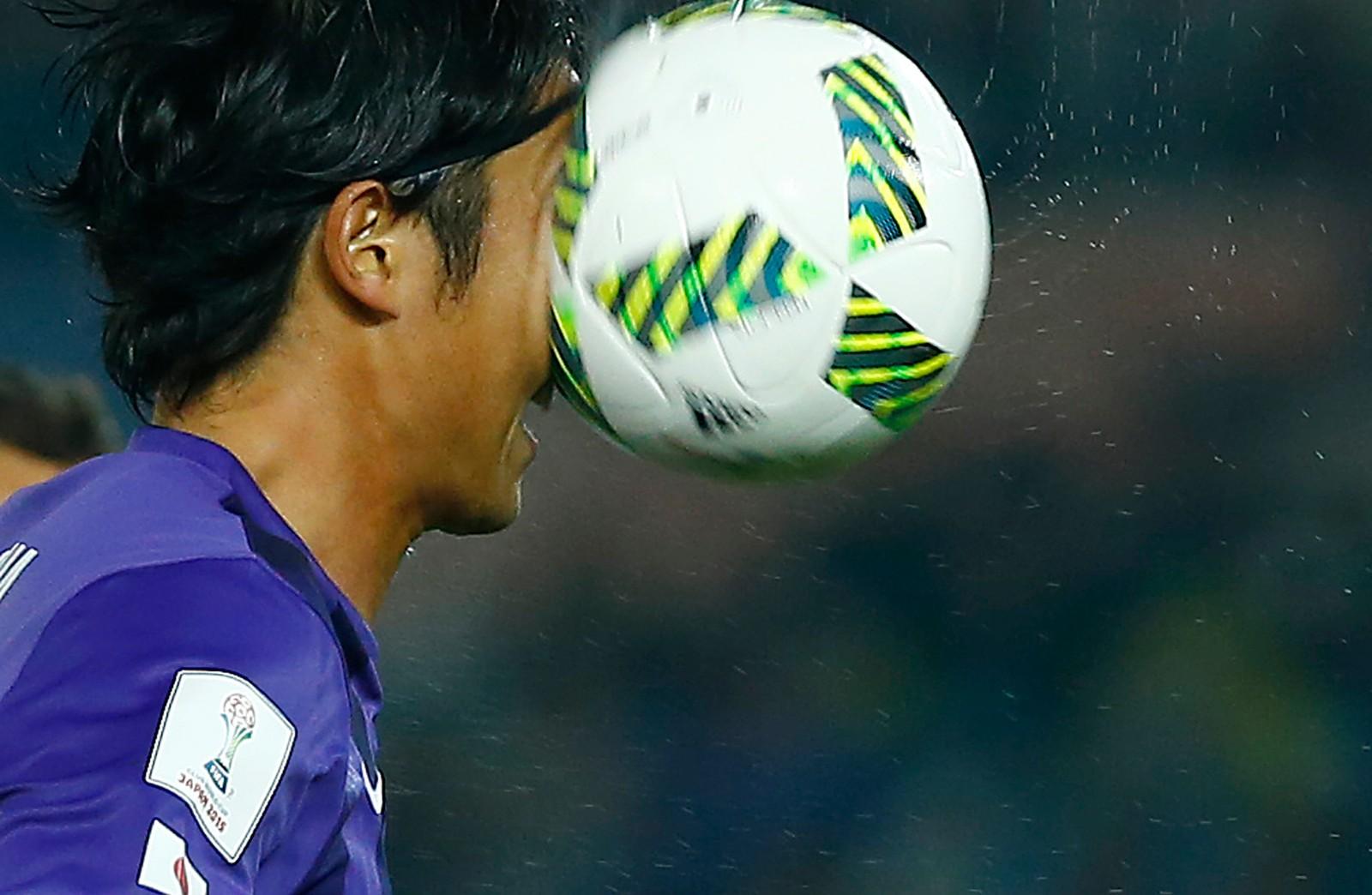 Det ble presist dokumentert da Sanfrecce Hiroshimas Yusuke Minagawa fikk ballen midt i fjeset under en kamp mot Auckland City FC i Tokyo denne uka.