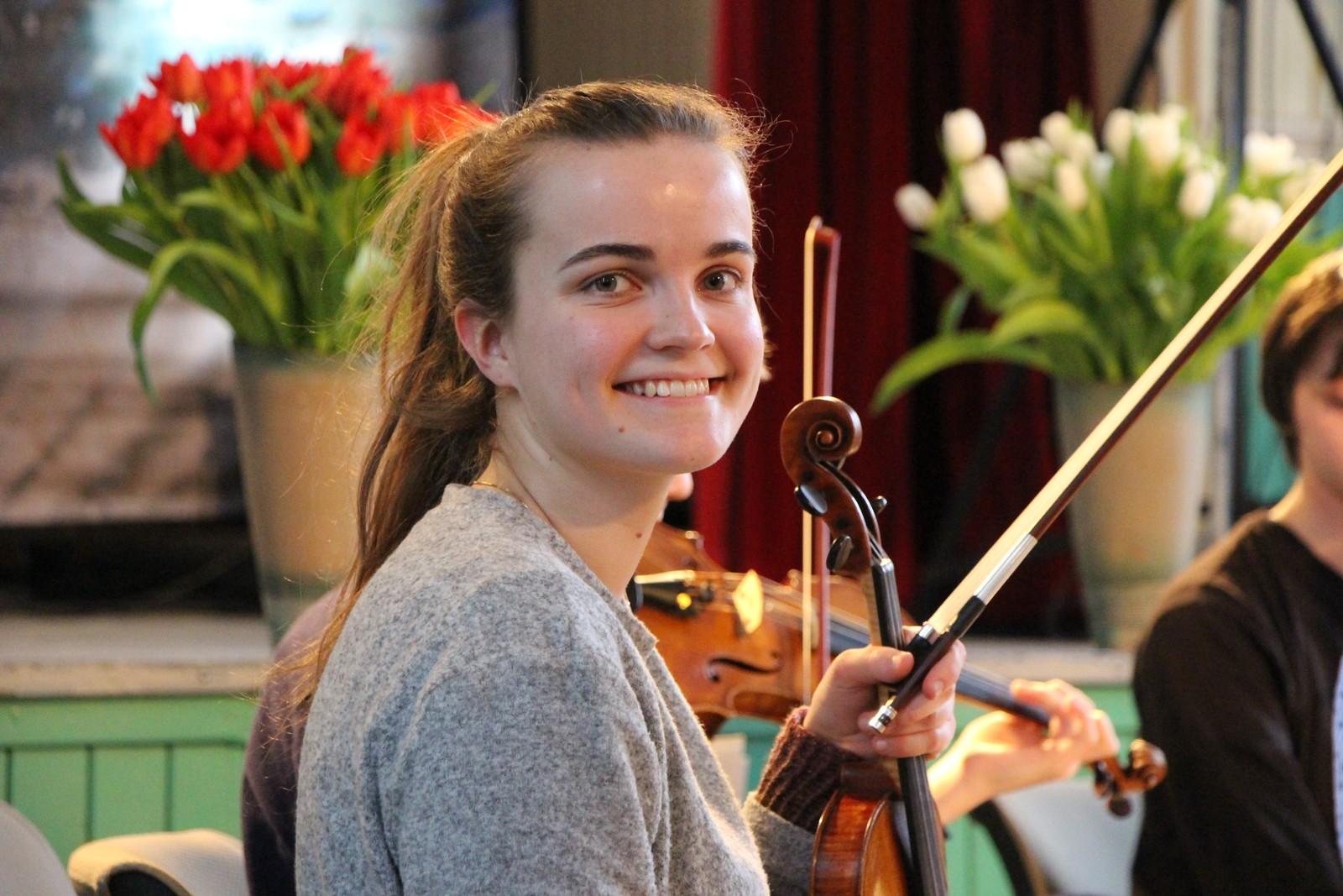 Ragnhild Kyvig Bauge på øvelse til kveldens konsert.