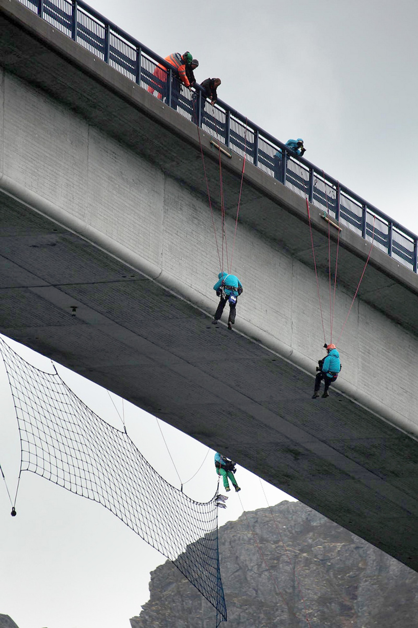 – Teknisk er det veldig gøy fordi man som fotograf må løse ting raskt, det forteller Espen Oscar Olsen som hadde 150 reisedøgn som fotograf når det stod på som verst.