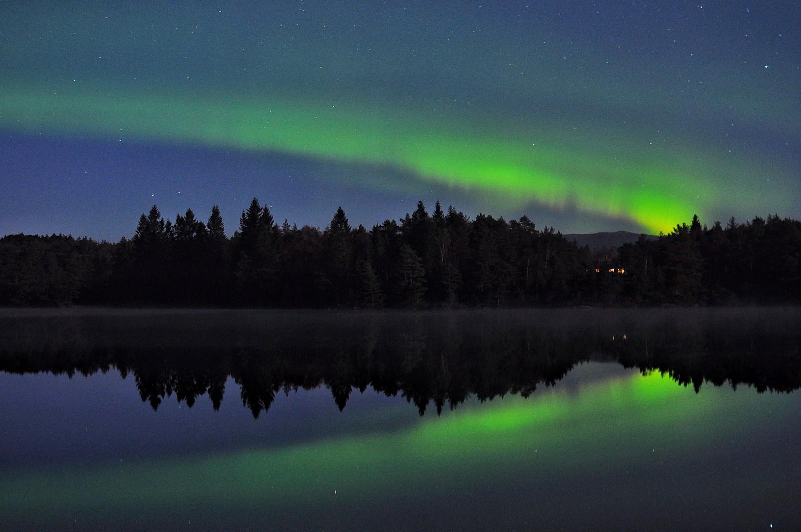 På Vågseidet i Lindås var det vakkert i natt. – Dette var mitt første nordlys-foto i år, skriv Mildrid Wergeland Hegle på Instagram.