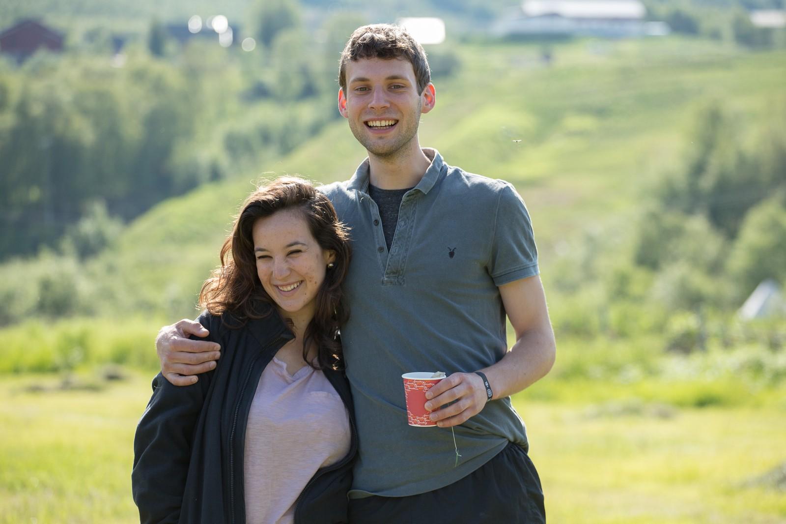 Nada Tayeb og Ewan Ross har reist fra London for å få med seg det som skjer på Riddu-sletta i Manndalen i Kåfjord.