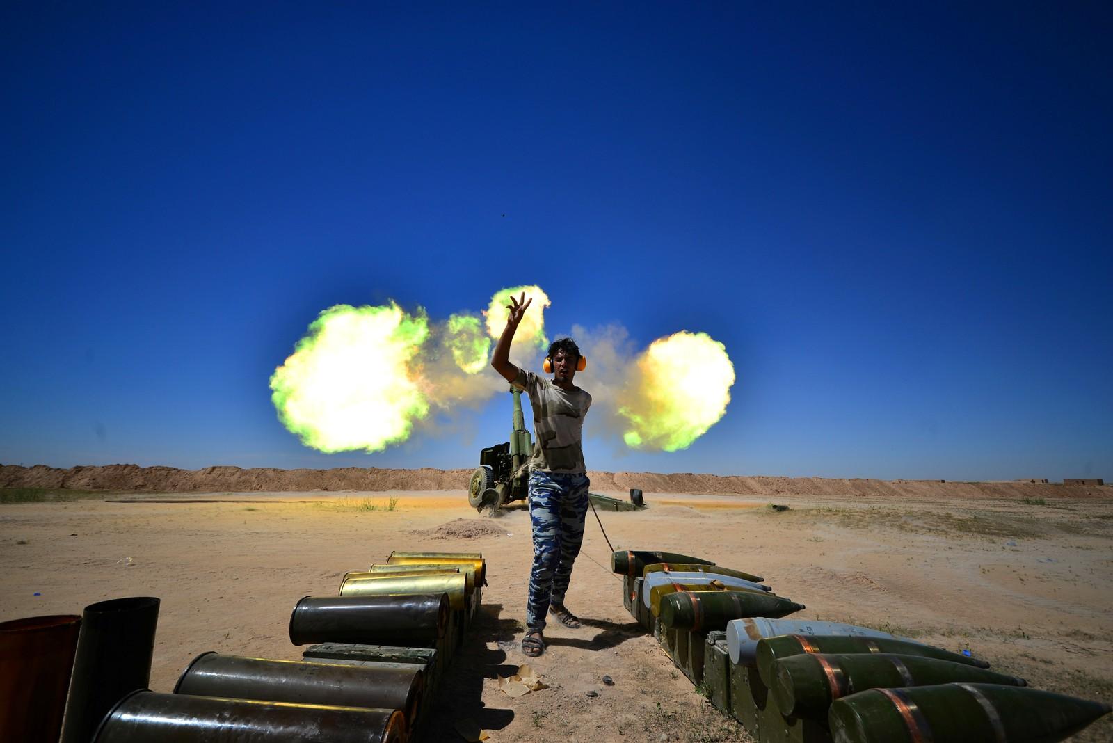 Irakiske styrker under kamper mot IS nær oldtidsbyen Hatra i Irak.