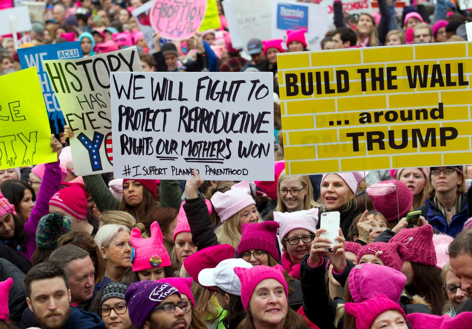 De rosa toppluene preger mange demonstrasjoner verden over. her fra Washington DC, hvor 500.000 mennesker er ventet å delta.