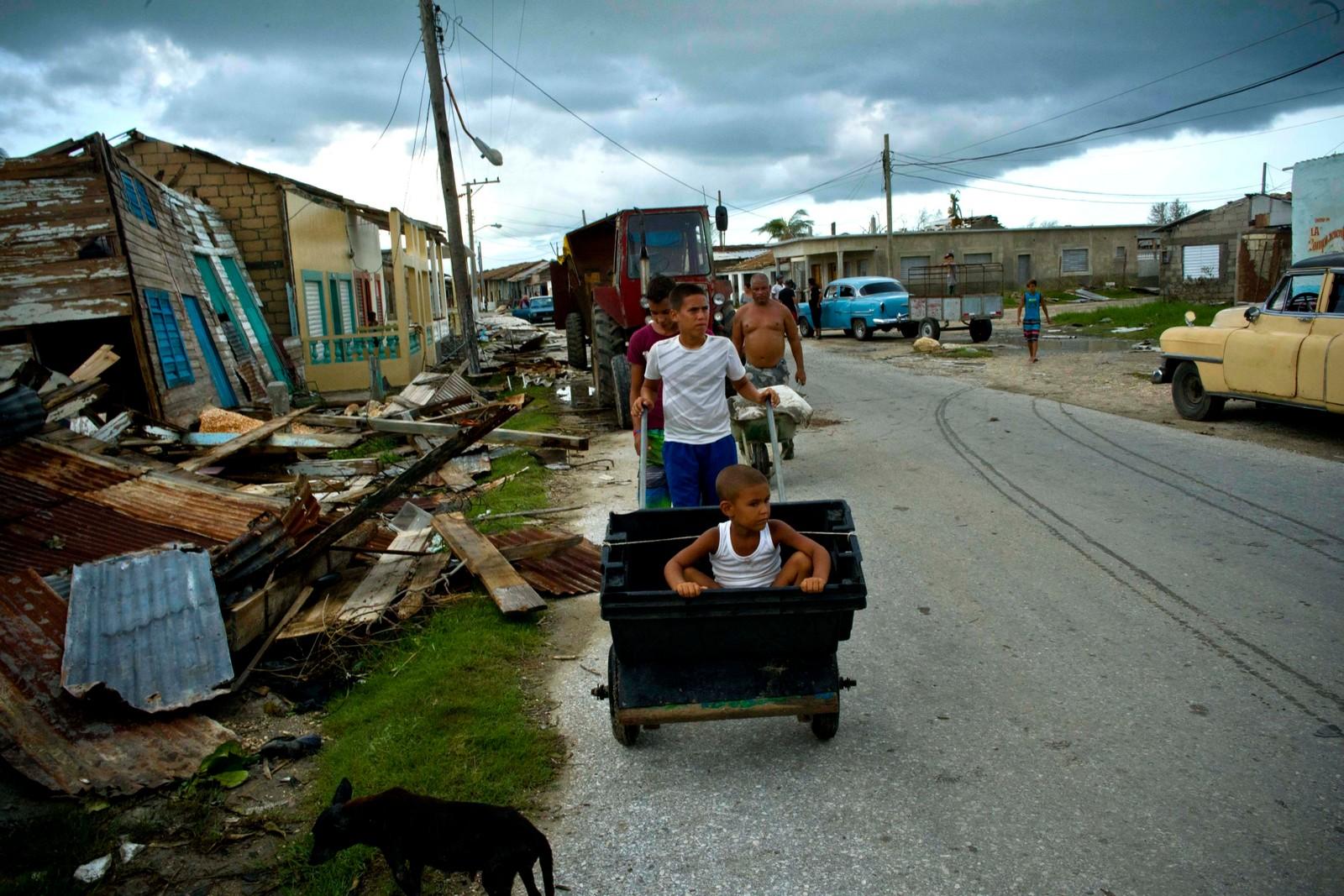 Orkanen har ført til store ødeleggelser i Cuba, Karibias største øy og største stat.