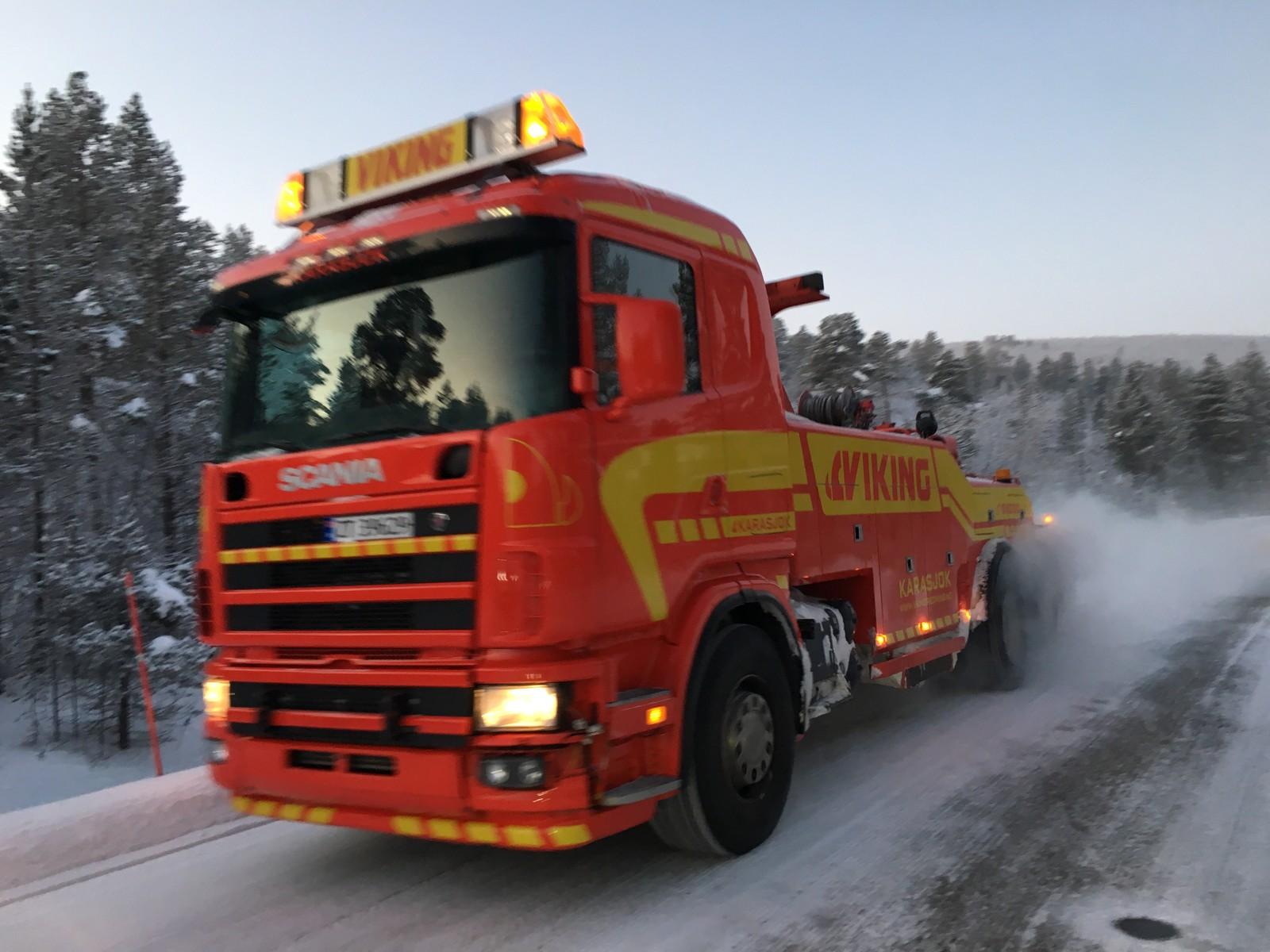 Bergingsbilen måtte hjelpe de russiske bussene som stoppet i kulda