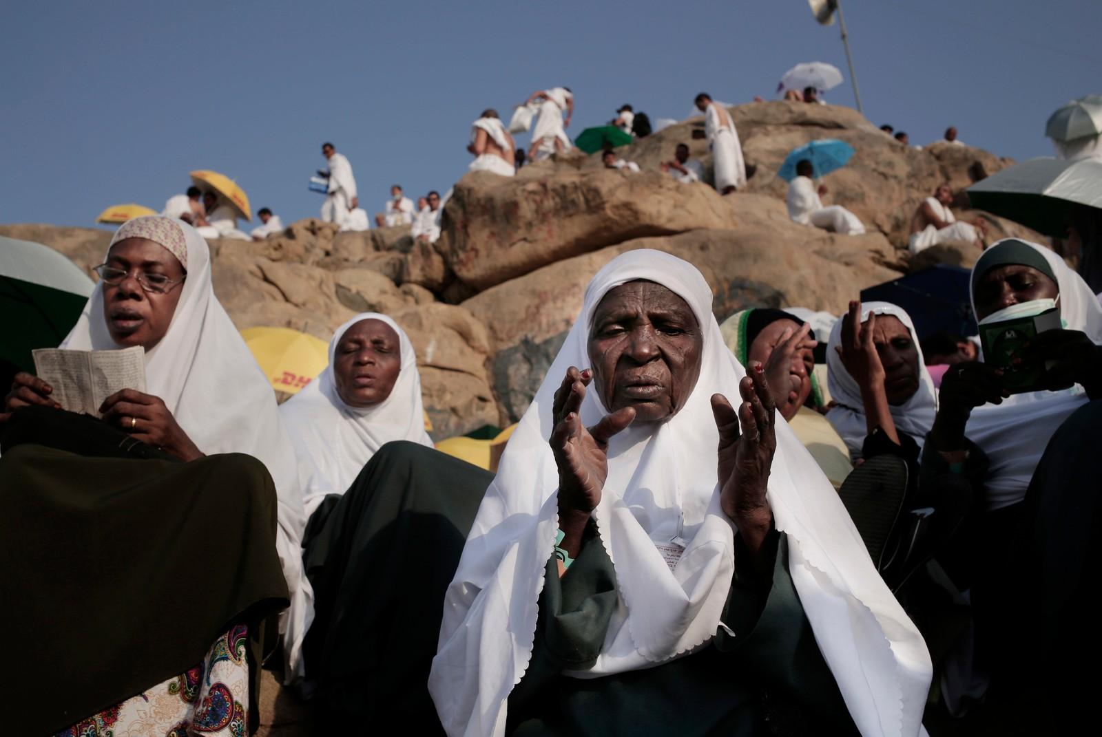 BØNN: En sudanesisk kvinne ber på Arafat-fjellet, der Muhammed holdt sin avskjedstale i år 632.