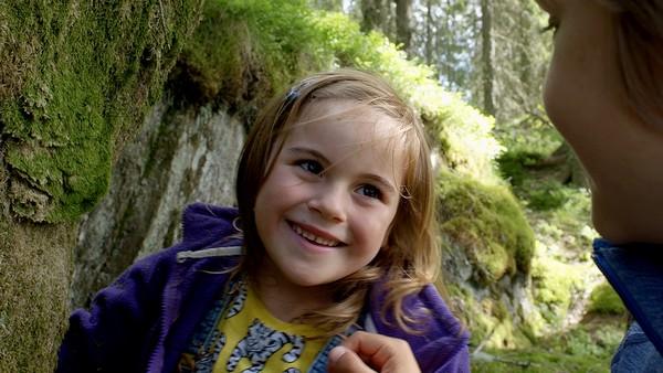Norsk dramaserie Femårige Maja på telttur med familien.