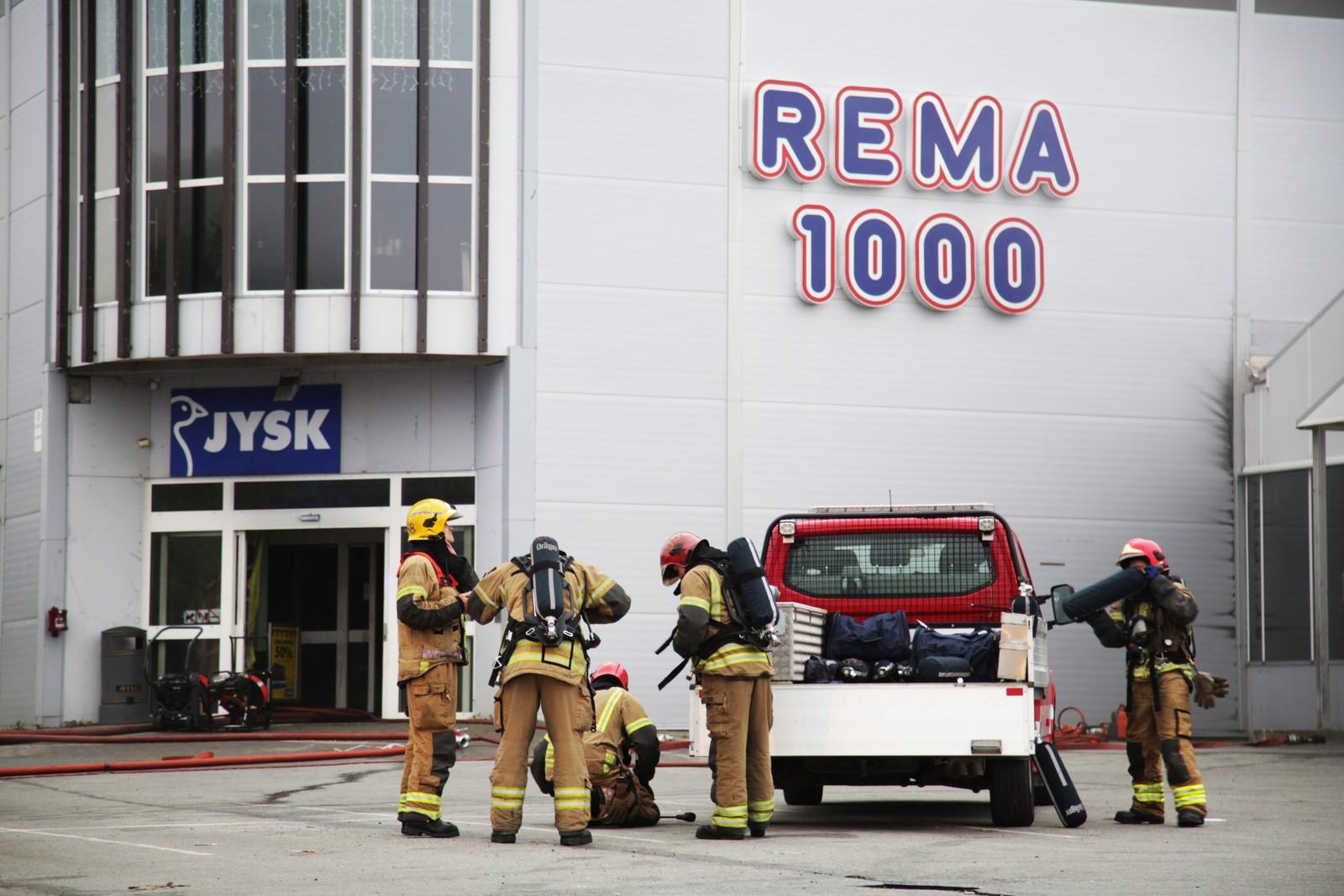 Driftsdirektør for Jysk, Arne Gåssand, sa onsdag kveld at han er lettet over at ingen ble alvorlig skadet da brannen startet.