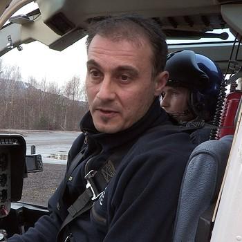 Lars Krøke skal sjekke strømnettet fra helikopter