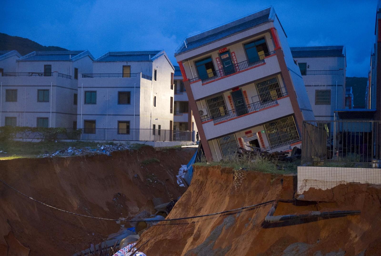 Kraftig regn i forbindelse med tyfonen Vamco gjorde store skader i Hainan-provinsen i Kina. Her fra Lingshui Ethnic Li Autonomous County 14. september.
