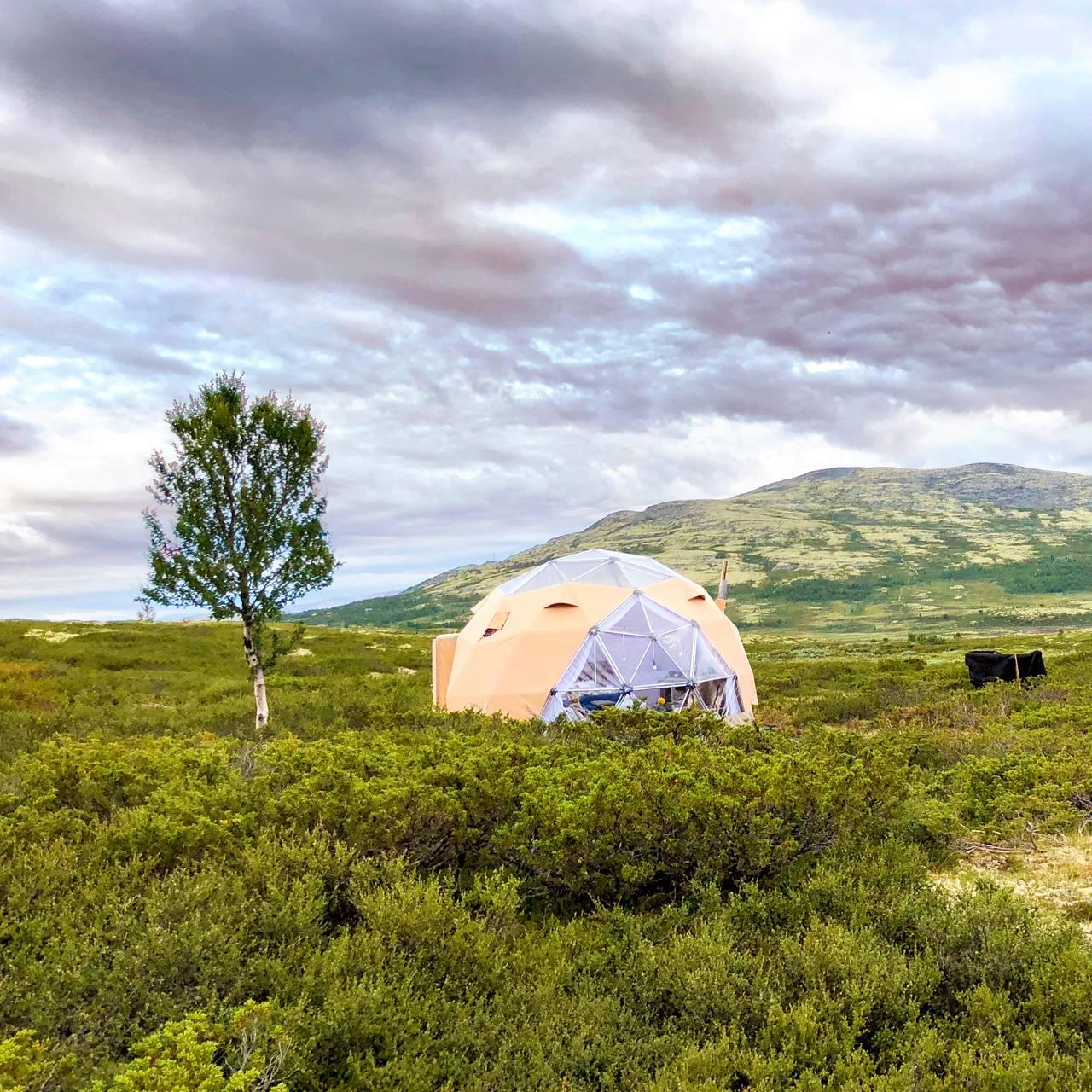 Arctic Dome Rondane er et oppvarmet luksustelt, med komfortable senger.