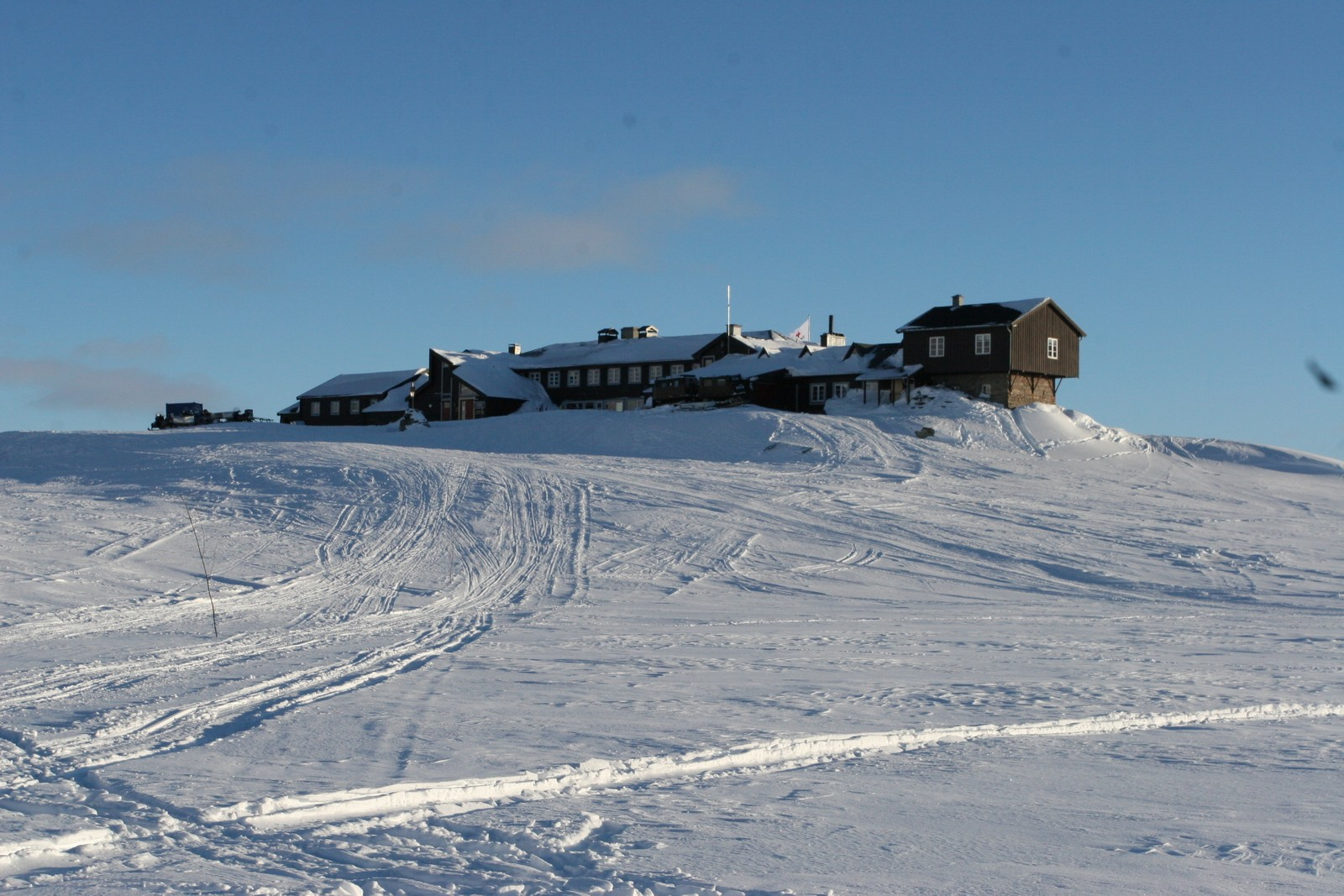 Finsehytta midt imellom Hardangerjøkulen og Hallingskarvet.
