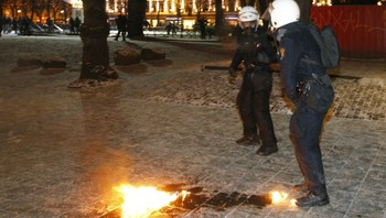 Kastet molotovcoctail mot politiet