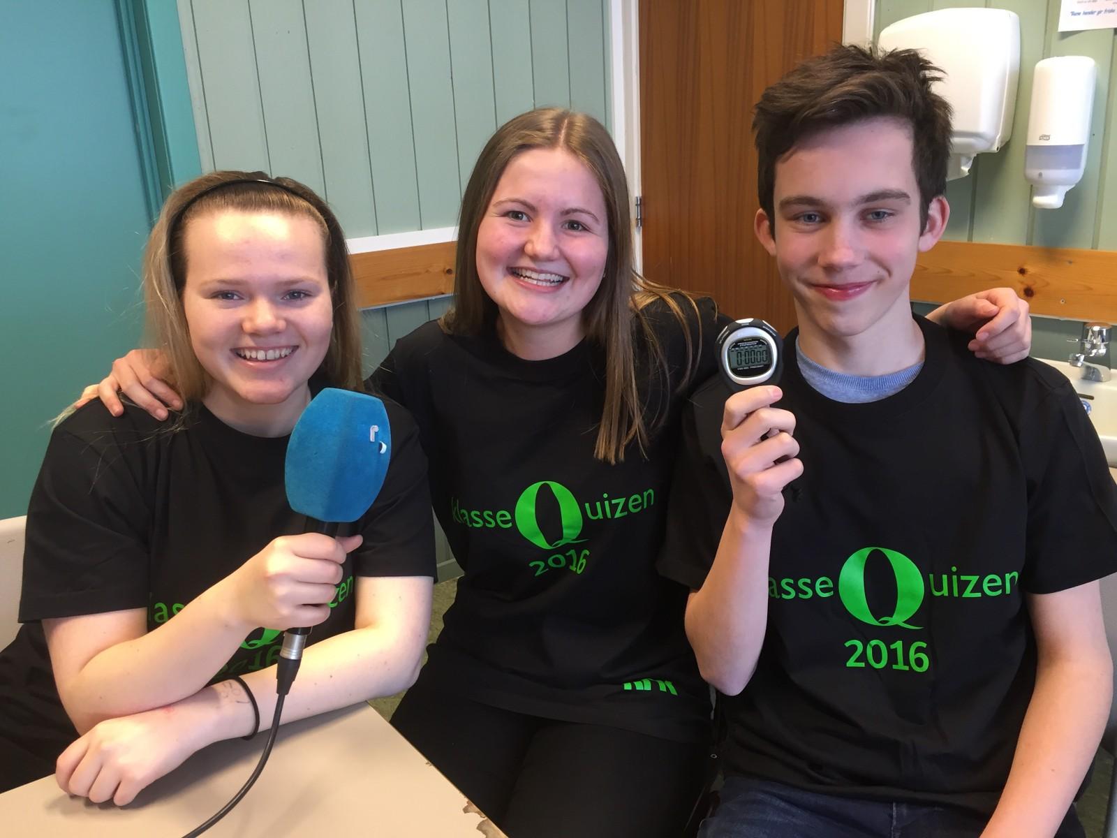 Betina Winger Andersen, Anna Aasrud og Andreas Hellum Grønberg ved Brandbu ungdomsskole fikk åtte poeng.