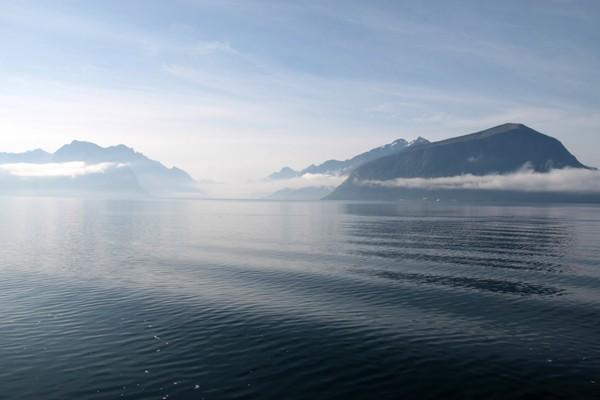 Hjørundfjorden sett fra ferga mellom Solavagen og Festøy - Foto: Arild Eidset
