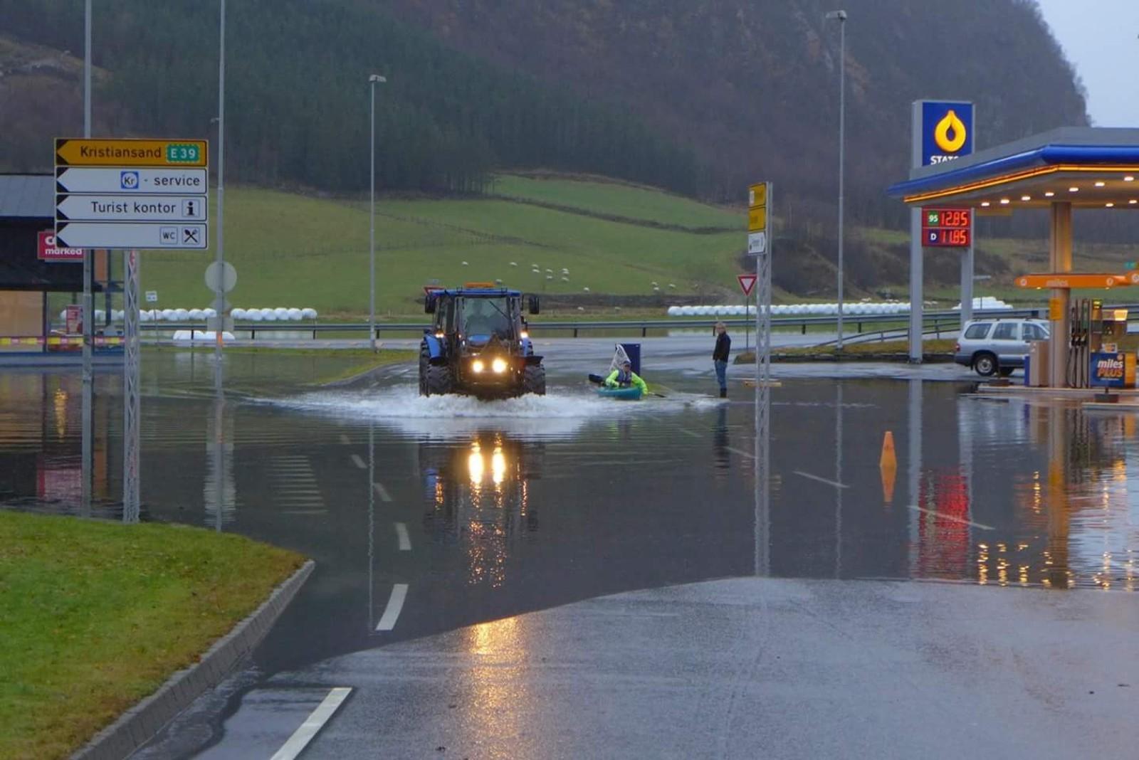 Vikeså er oversvømt.