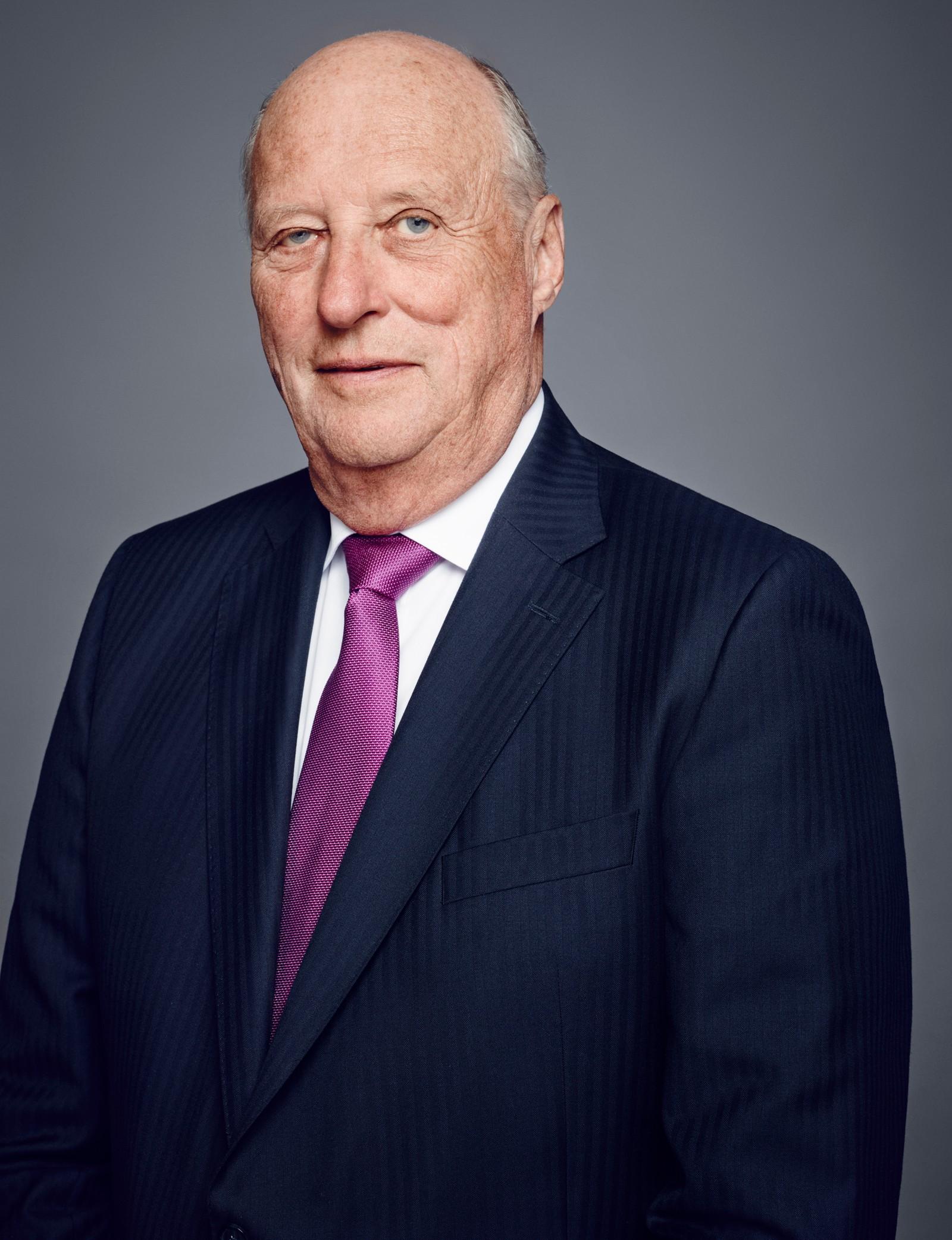 Kong Harald har vært konge i 25 år. Hans far, kong Olav, døde 17. januar 1991.