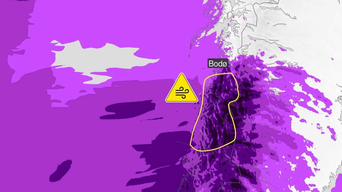 Tirsdag ventes kraftige vindkast. Vindstyrken når opp li liten storm utover tirsdag.
