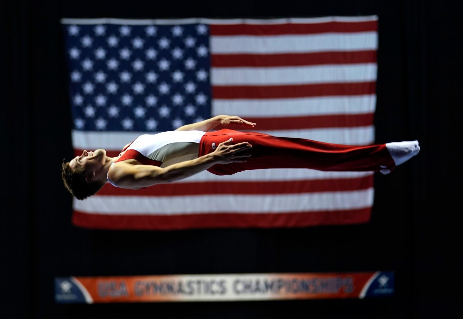 Logan Dooley på trampolinen i det amerikanske mesterskapet i turn.