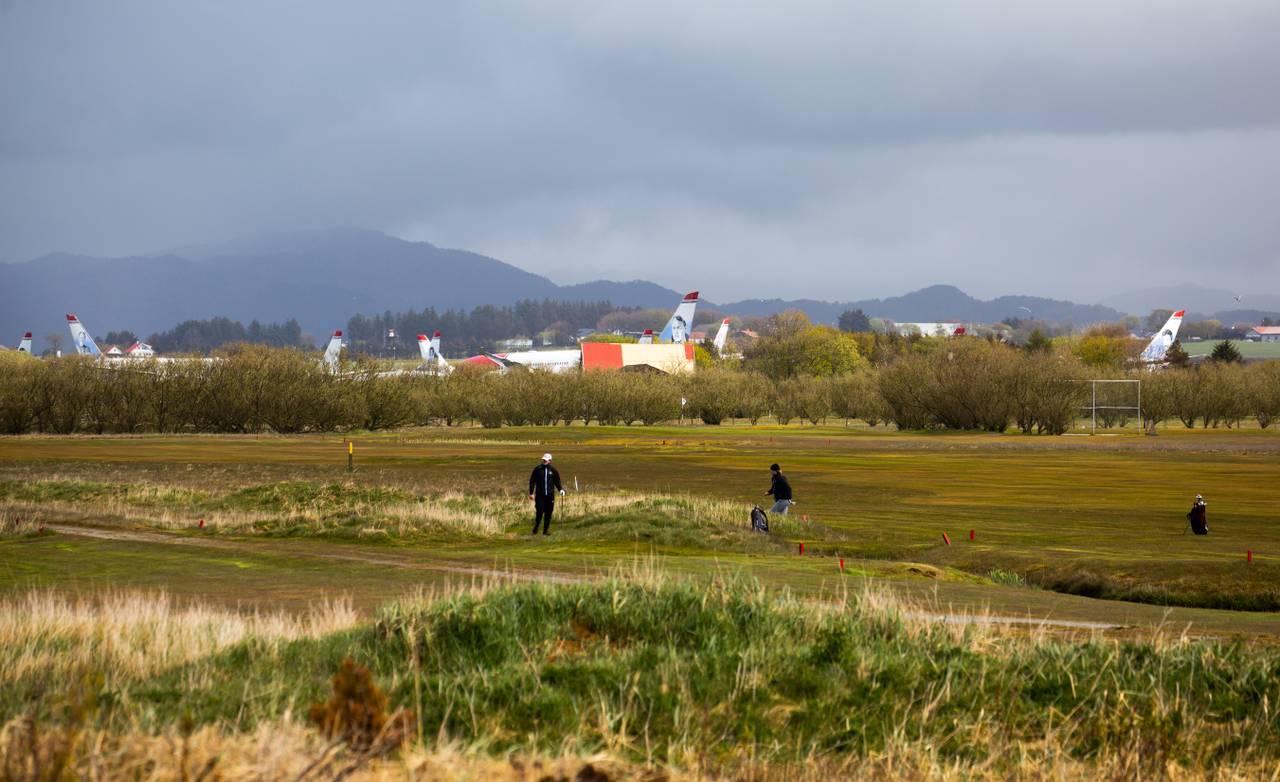 Golfbanen har opna, men Norwegian sine fly er ennå parkerte som følgje av koronapandemien