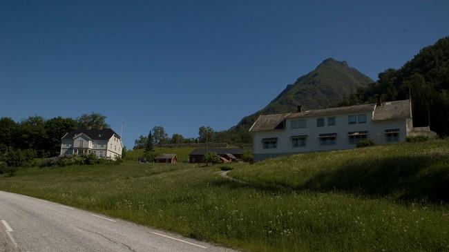 Ytre Kroken med Munthehuset til venstre. Foto: Merete Husmo Høidal, NRK.