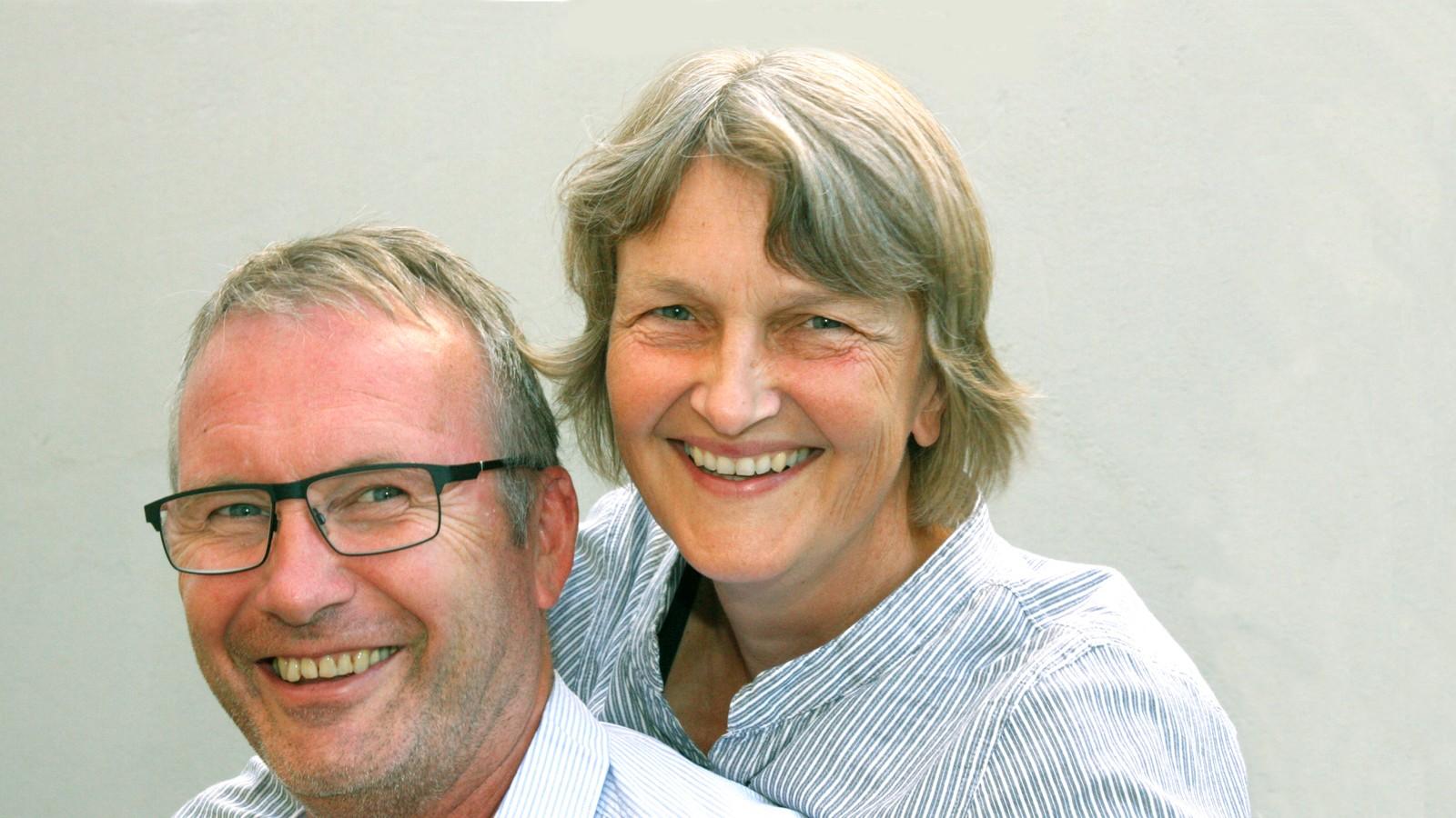 Margrete Nåvik og Ove Gundersen programledere i NRK P1s livssynsmagasin 'Mellom himmel og jord'.