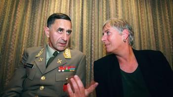 Daværende forsvarsminister Eldbjørg Løwer og forsvarssjef Sigurd Frisvold