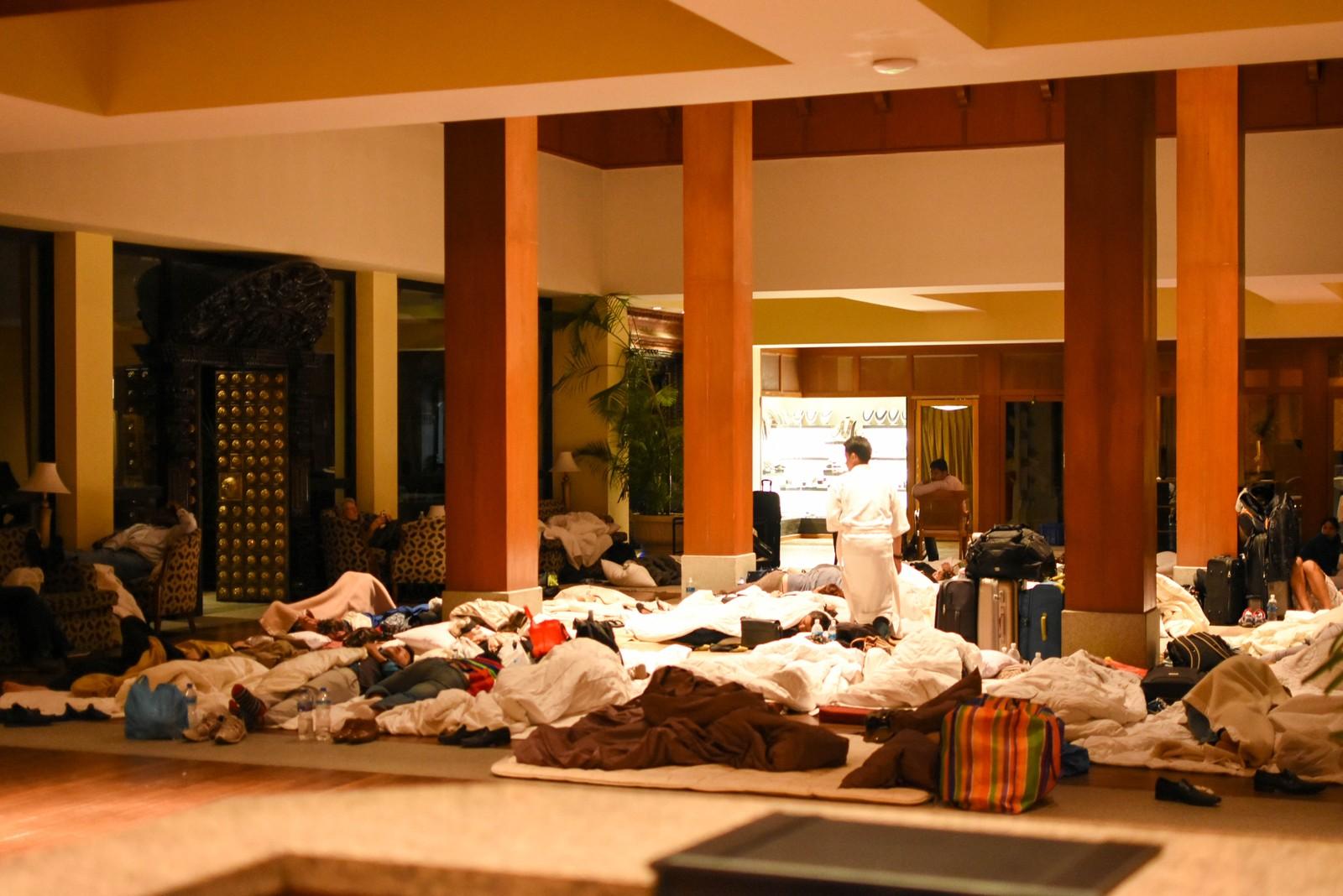 Lobbyen på Hyatt hotell ble brukt som sovesal.