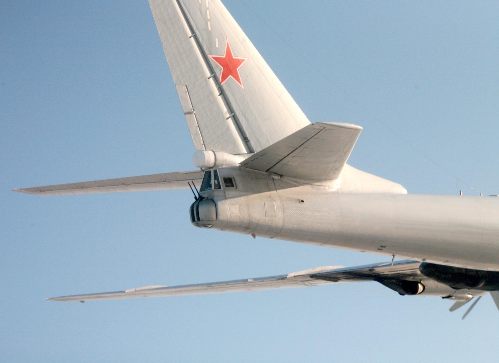 Tupolev Tu 95MS (NATO-kallenavn: Bear) er et stort strategisk bombefly, utviklet i Sovjetsamveldet og med fire turboprop motorer.