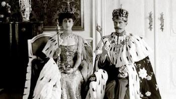 Kong Haakon og dronning Maud i Stiftsgården etter kroningen 22. juni 1906