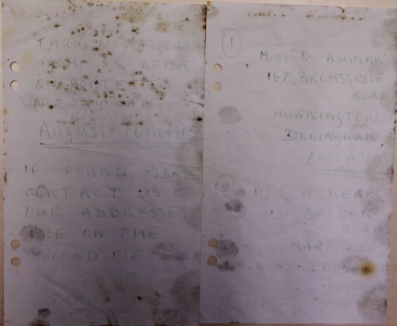 Flaskepost fra to engelske kvinner. Det er vanskelig å lese hva som står, men det kommer frem at brevet ble sendt fra båt på vei til Norge i august 1965.