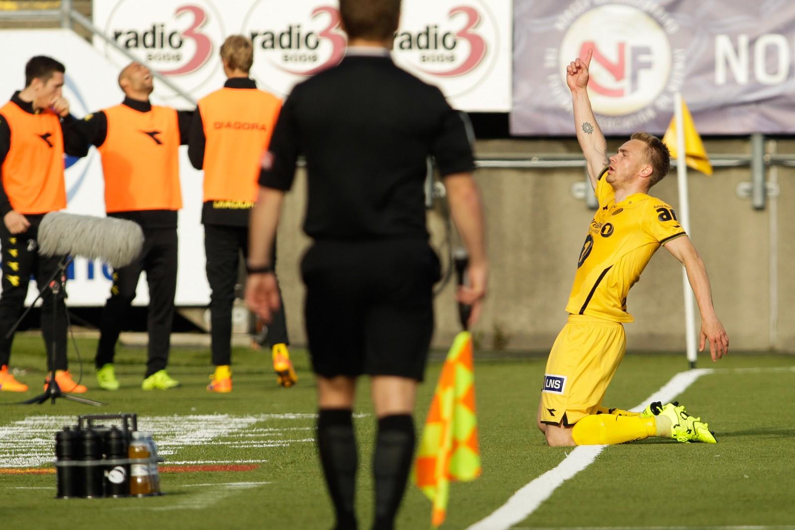 Trond Olsen feirer 2-1 scoringen under eliteseriekampen mellom Bodø/Glimt og Start på Aspmyra Stadion.