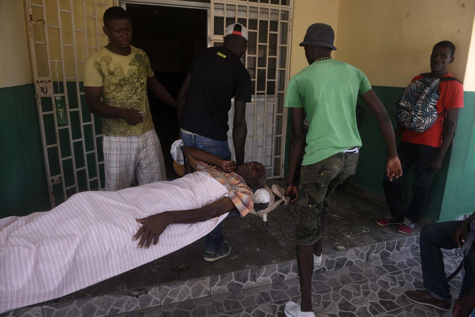 Skadde ved et sykehus i Port- Salut, sørvest for Port-au-Prince, på Haiti.