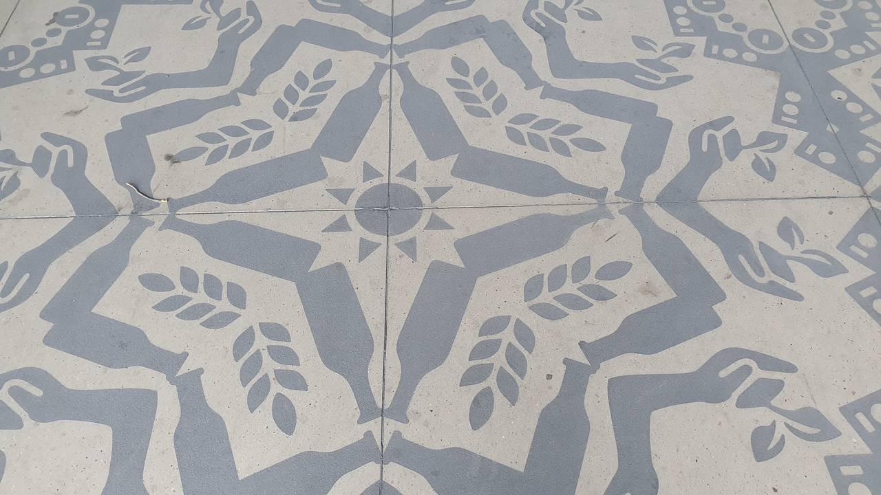 Detalj fra Gunilla Klingbergs gulvutsmykning ved Hamar Kulturhus