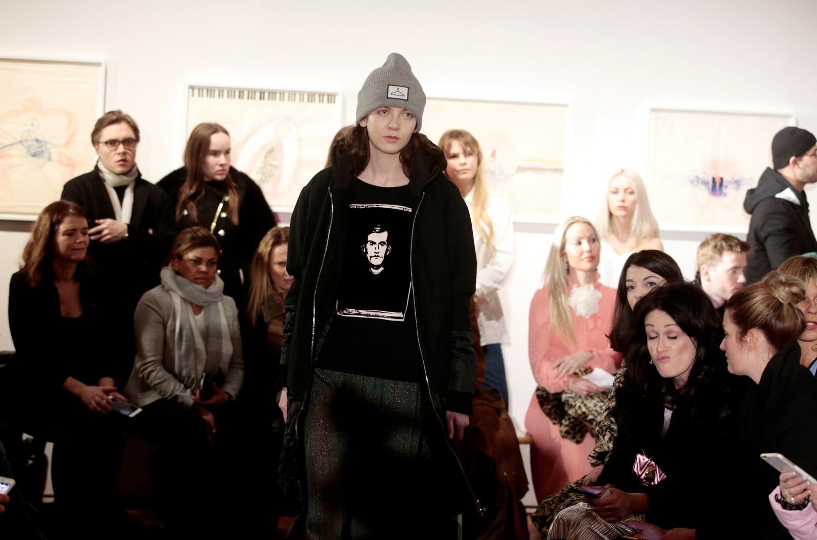 Flere av Holzaweilers gensere hadde motiv fra maleren Edvard Munch.