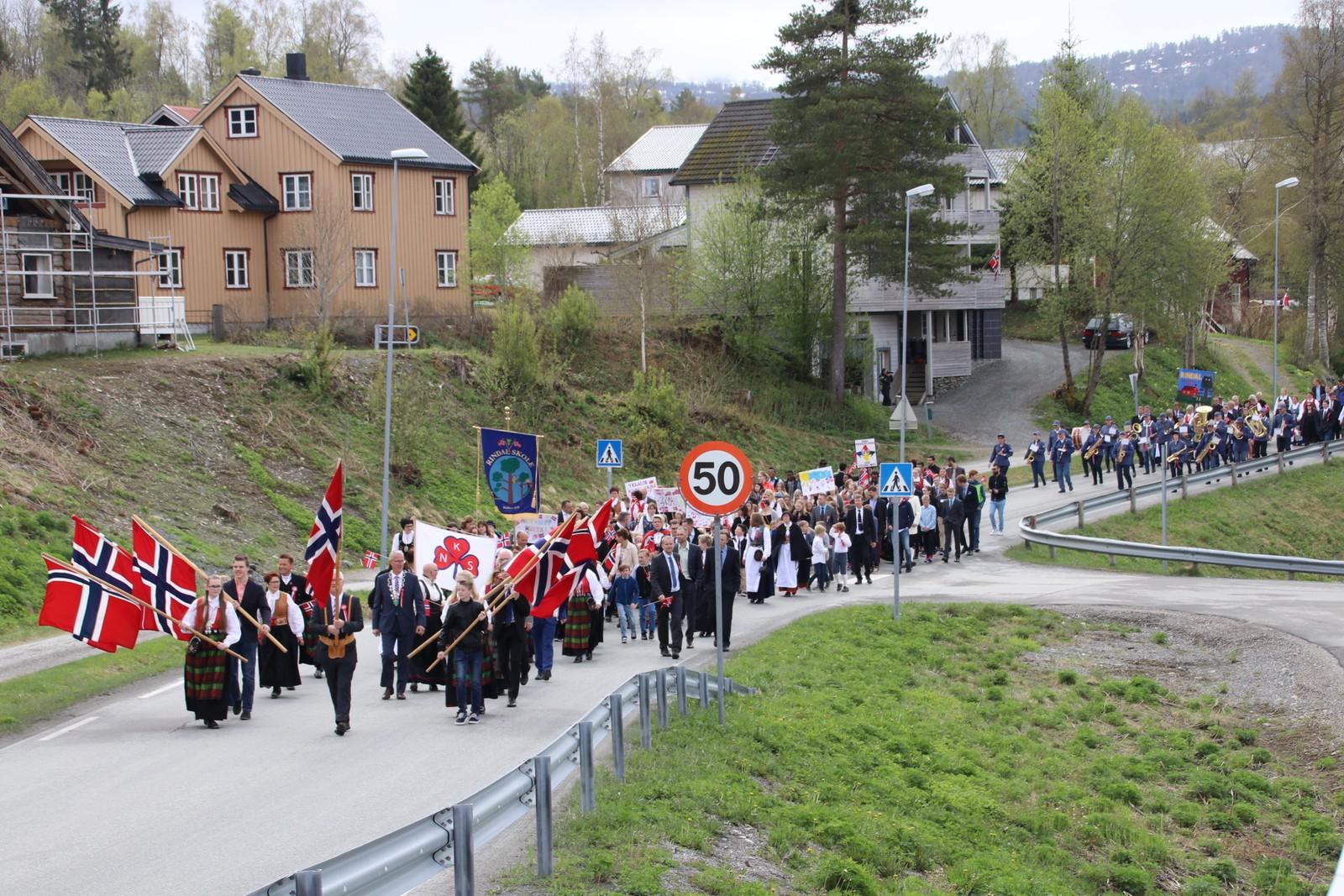 17.mai-toget i Rinsdal