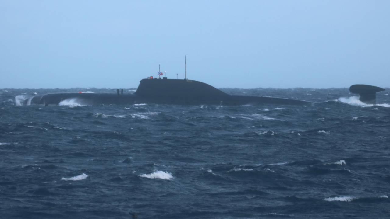 Russisk ubåt øver utenfor norskekysten.