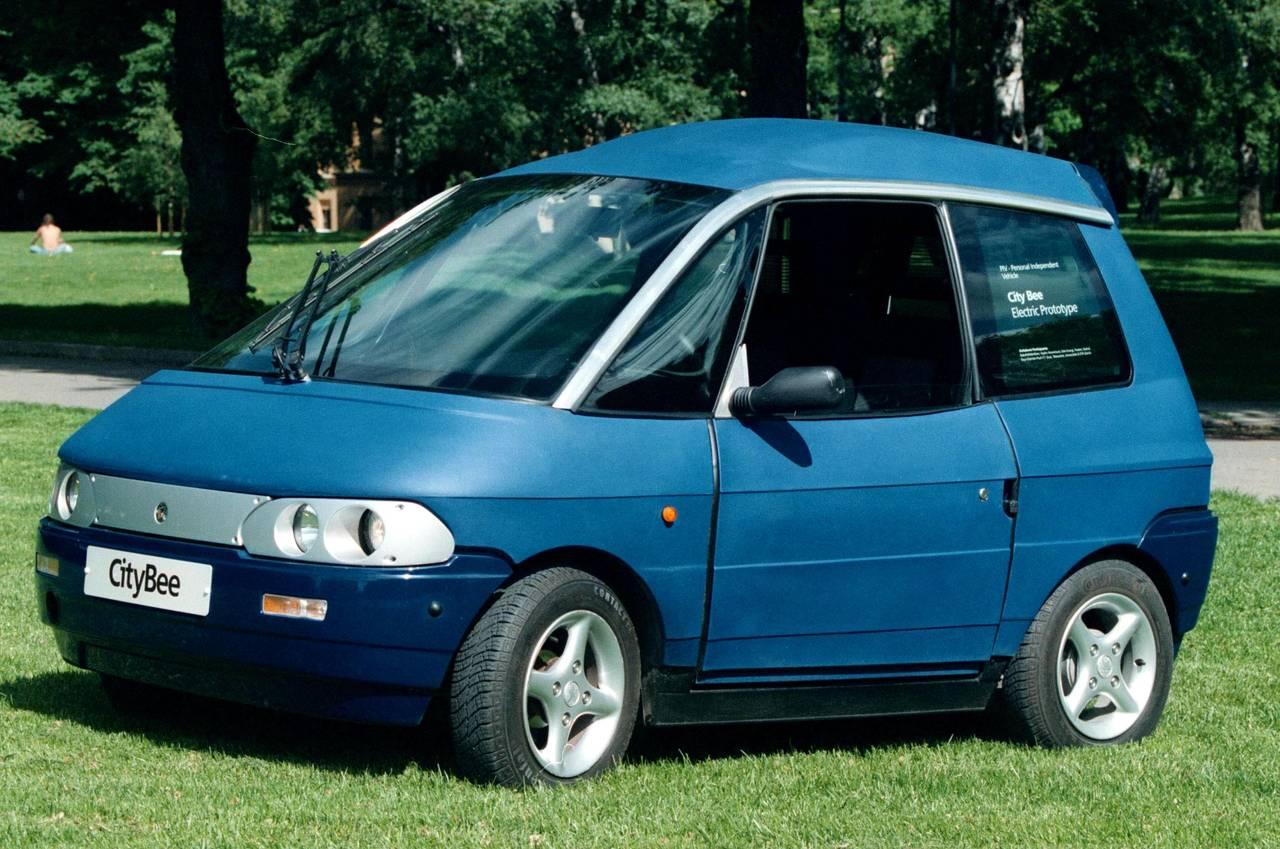 En blå elbil fra midt på 90-tallet