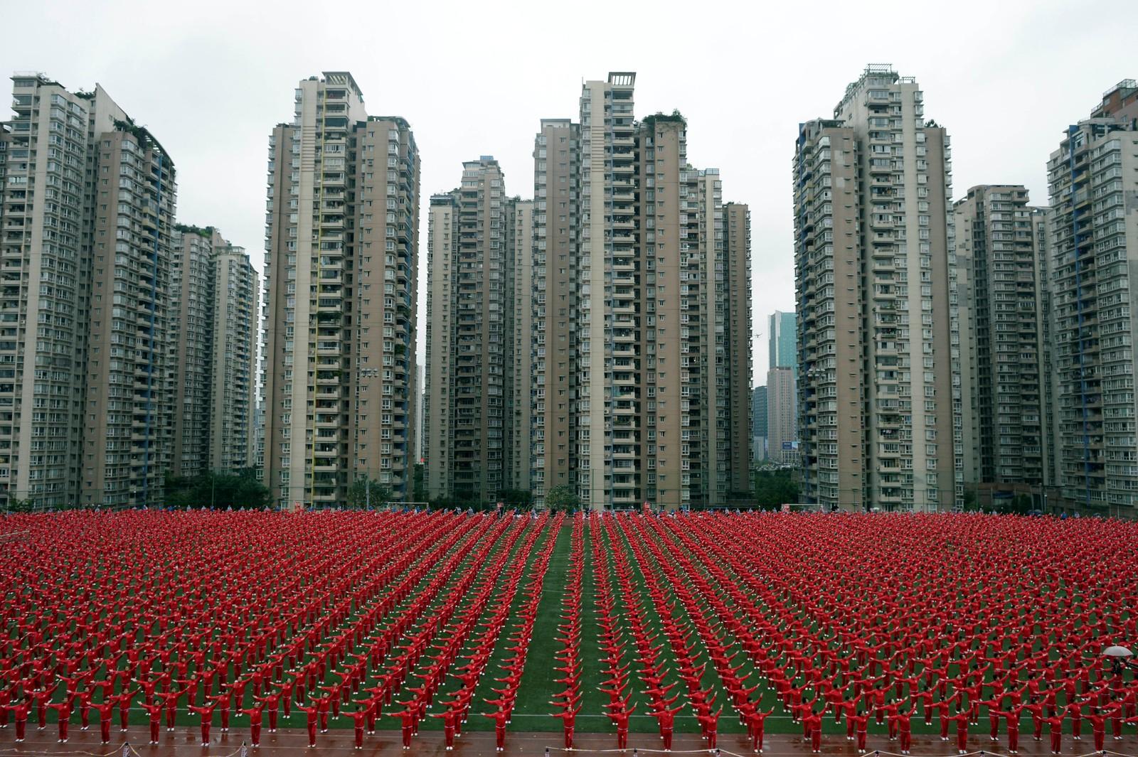 50.085 mennesker i 14 kinesiske byer danset square dance samtidig og satte dermed verdensrekord.