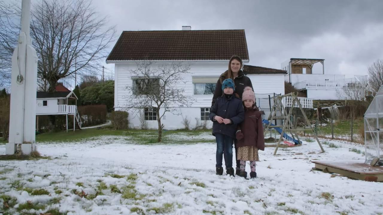 Oliver og Sofie Helena Iversen Walkosz, saman med mamma Solveig Iversen.