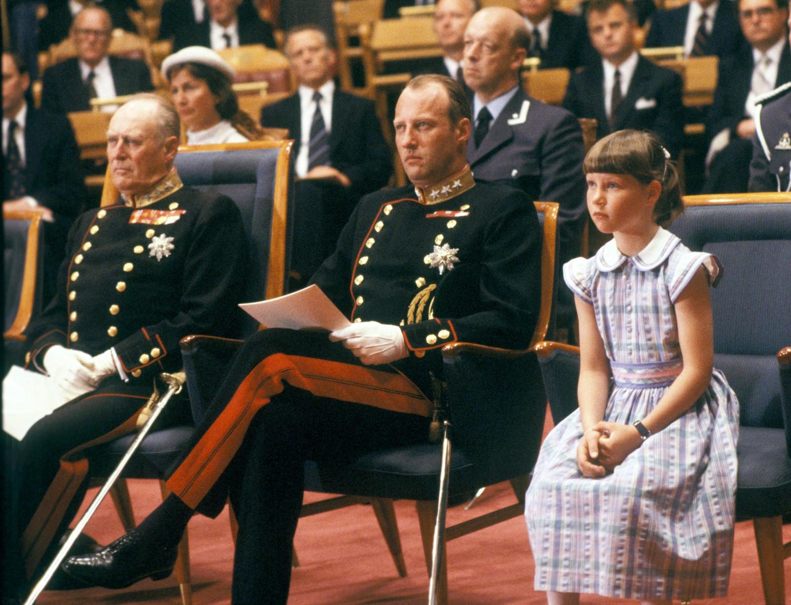 Kong Olav, kronprins Harald og prinsesse Märtha Louise på 75-årsjubileet for unionsoppløsningen i 1980.