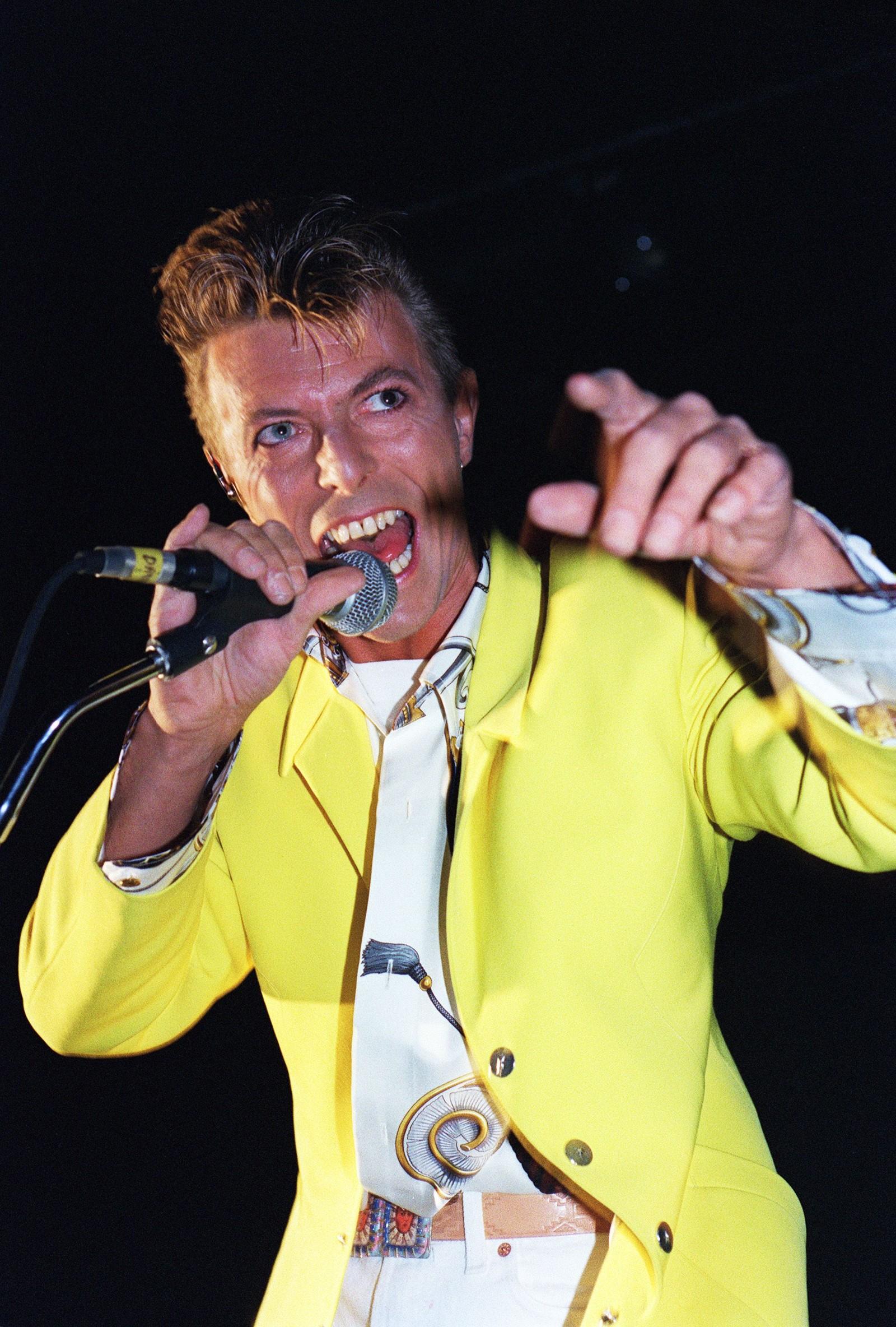 Her fra oktober 1991. David Bowie opptrer i Olympa concert hall i Paris.