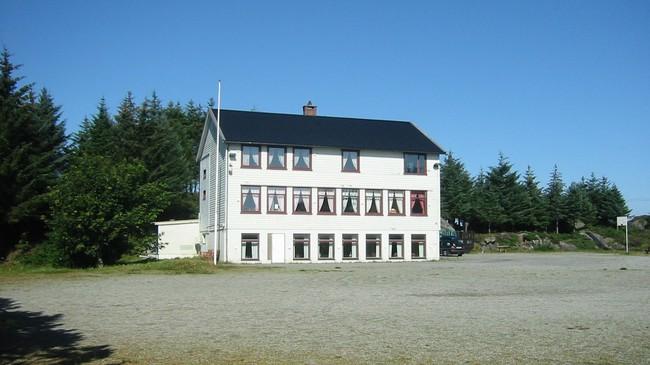 Gamle Værlandet skule. Foto: Ruth Bakke.