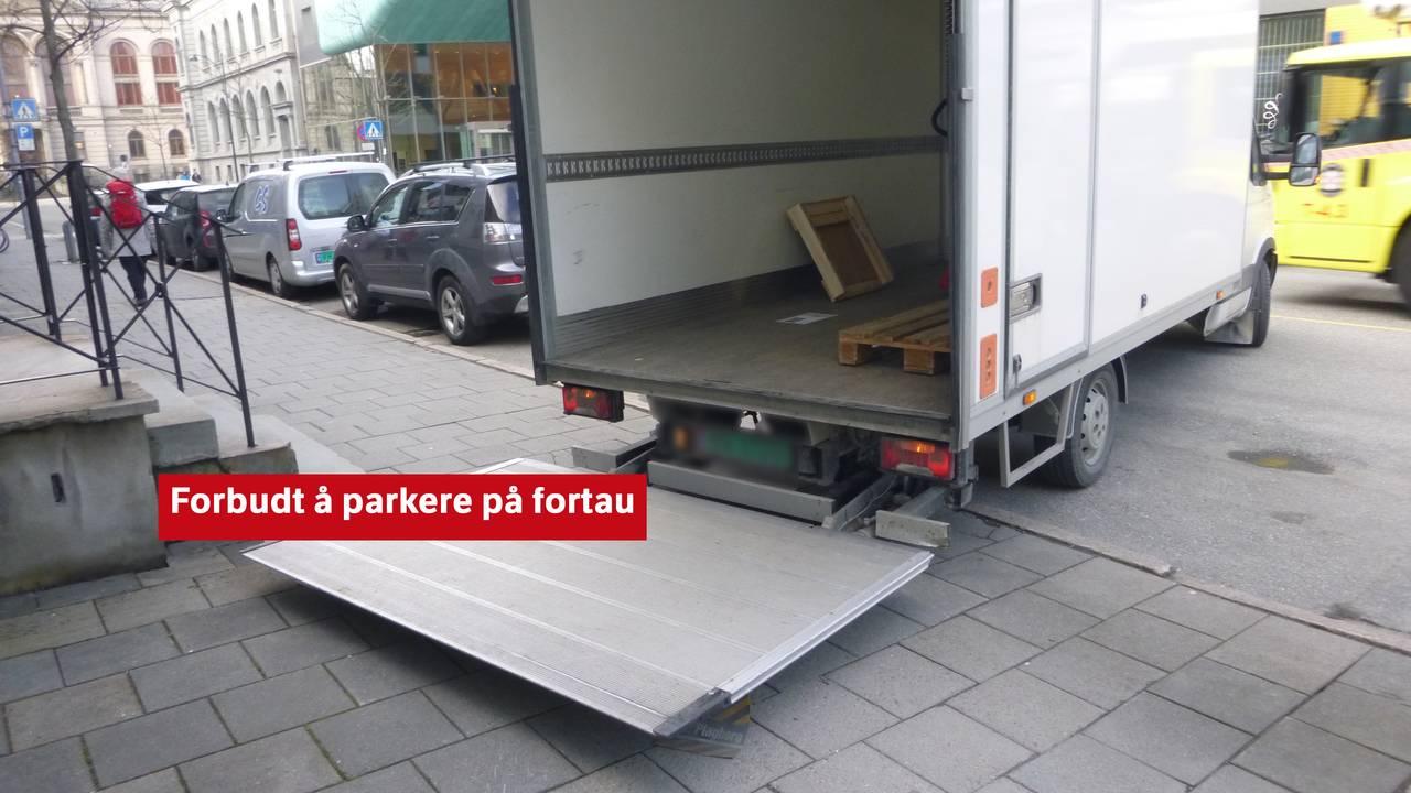 Fasit på spørsmål fra forrige bilde 1. Forbudt å parkere på fortau