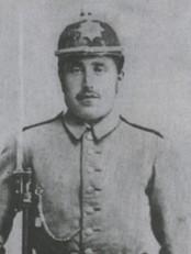 Henrik Hetle, som i 1906 vart funnen død. Grannen hans, Mikal Hetle, vart dømd for å ha teke livet hans. Hetlesaka har seinare vore omtala som eitt av dei grovaste justismorda i landet.
