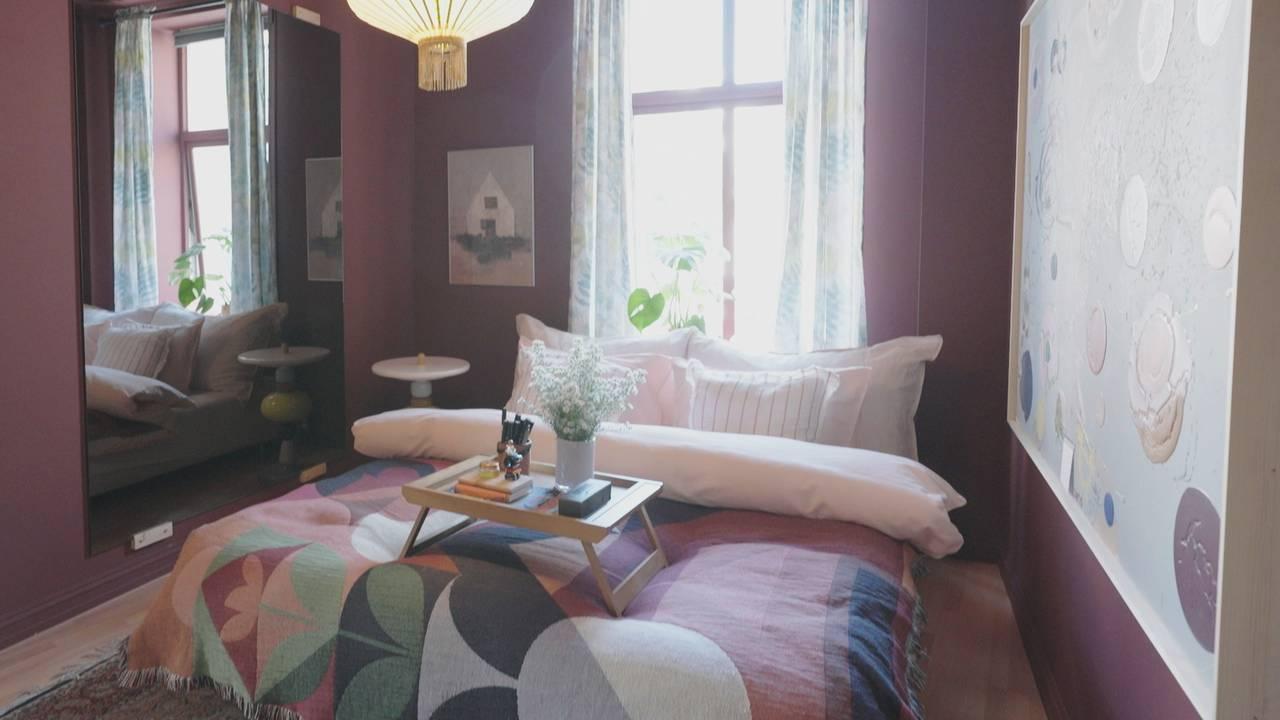 Fargar i heimen er blitt meir populært. Her illustrert med lilla veggar.