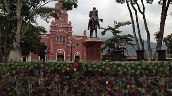 Minnesmerke i landsbyen San Carlos, Colombia