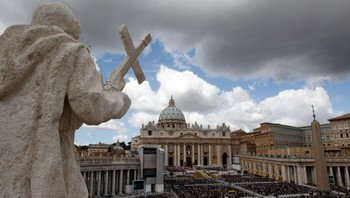 """POPE/EASTER Pope Benedict XVI makes his """"Urbi et Orbi"""" (To the city and the world) address from a balcony in St. Peter's Square in Vatican"""