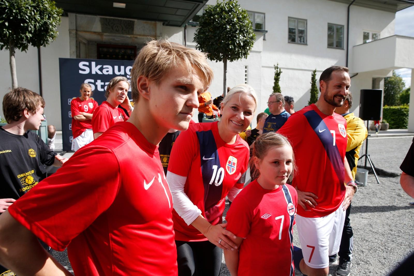 FOTBALL PÅ TUNET: 11 år gammal hadde prinsessa Martin Ødegaard på laget då Team Skaugum møtte Brane Tigers i ein vennskapskamp på Skaugum Stadion.