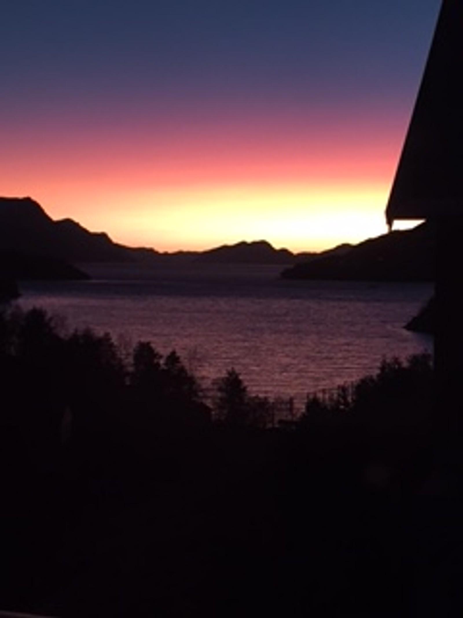 Solnedgang over Eikenosvågen, Ålesund.